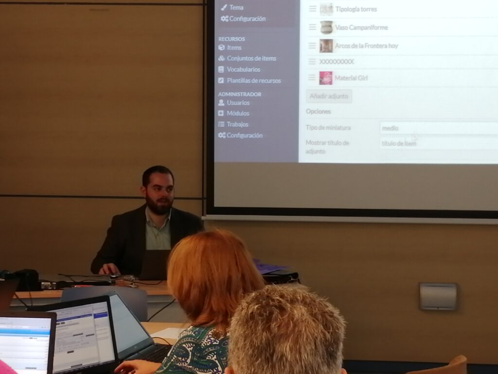 Jesus, CEO of Libnamic explaining the details of Omeka S at the University of Cádiz